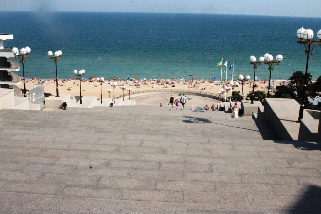 Морський краєвид з приморських сходів. Чорноморськ що цікавого варто подивитися та відвідати, чорноморськ відпочинок