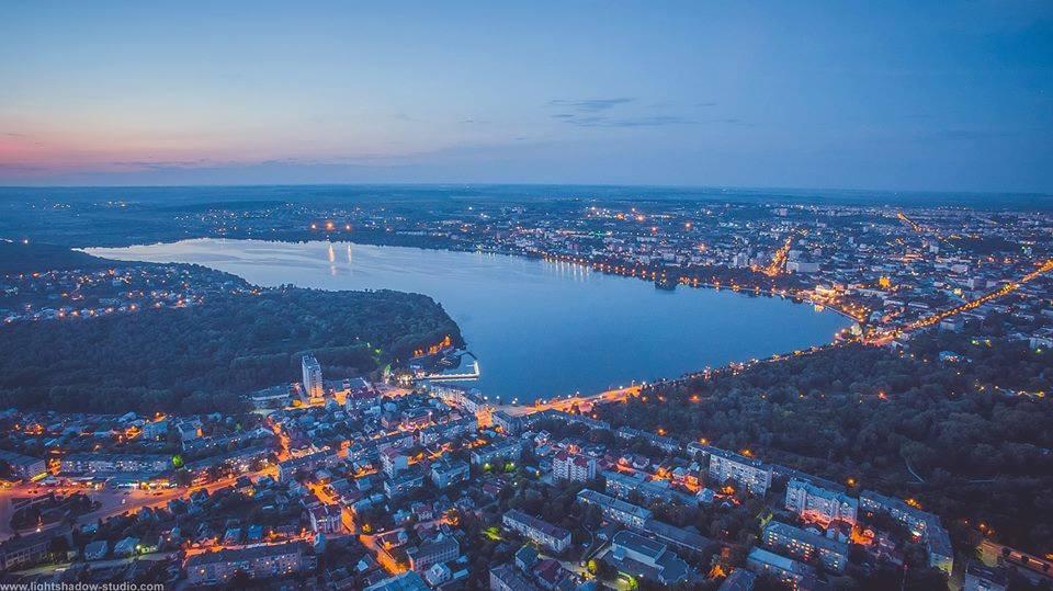 Тернополь ночью с высоты птичьего полета