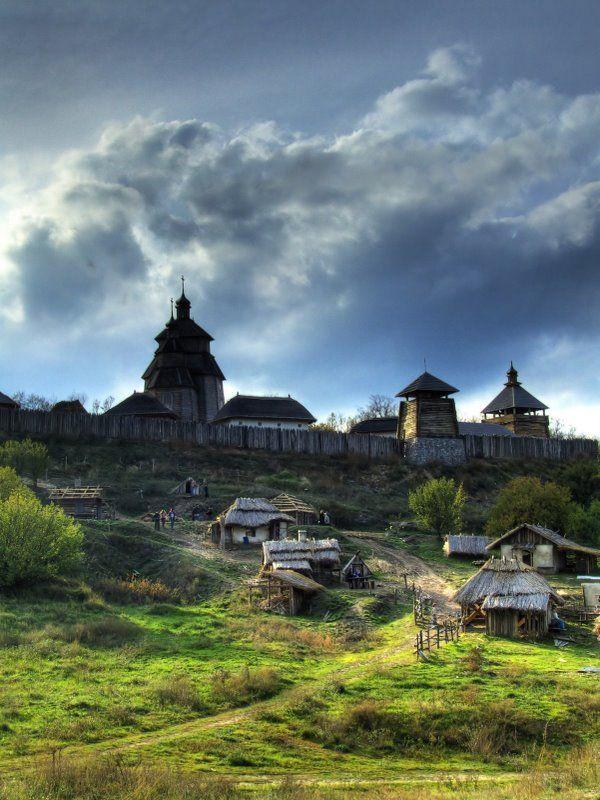 Запоріжжя, острів Хортиця. Частина поселення, частокол та захисні споруди