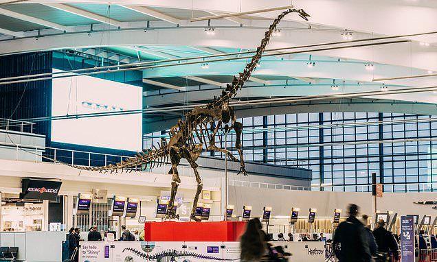 13-метровий кістяк динозавру знаходиться в зоні рєестрації Терминалу 5 Лондонського Heathrow