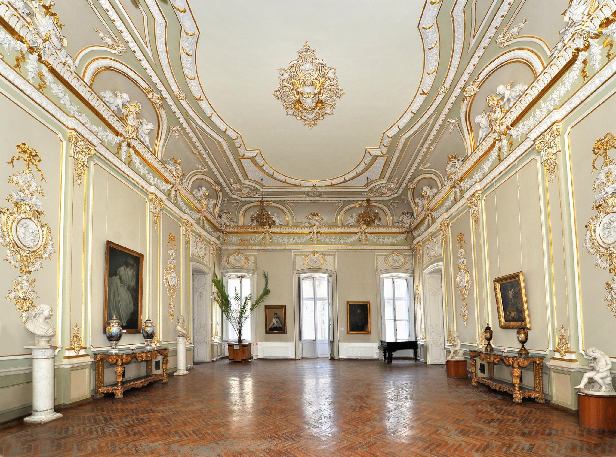 Зала з елементами ампіру і рококо Музею західного та східного мистецтва