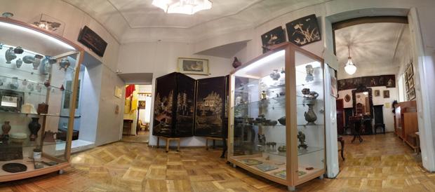 Одна із 10-ти кімнат будинку Блещунова, в якому гостювали митці, науковці, музиканти та відомі актори,  мандрівники і просто неспокійна студентська молодь