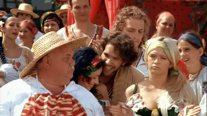Кадр з мюзіклу Сорочинський ярмарок (2004)