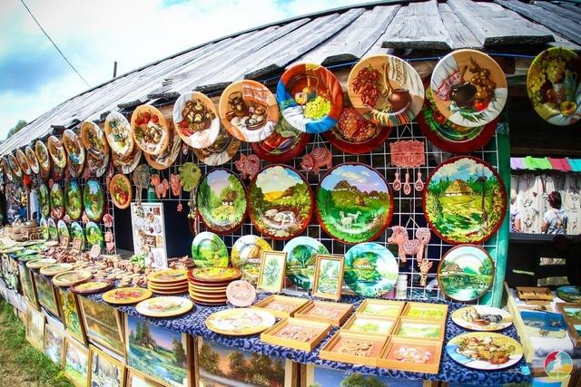 Сорочинський фестиваль. Прилавки з сувенірами