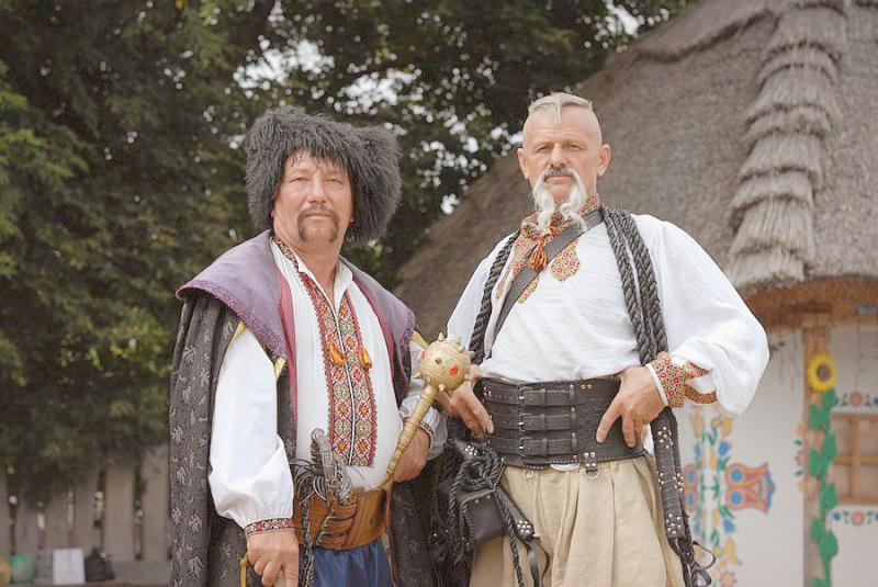Фото козаков на ярмарке в Сорочинцах