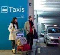 Таксі з аеропорту до Парижу