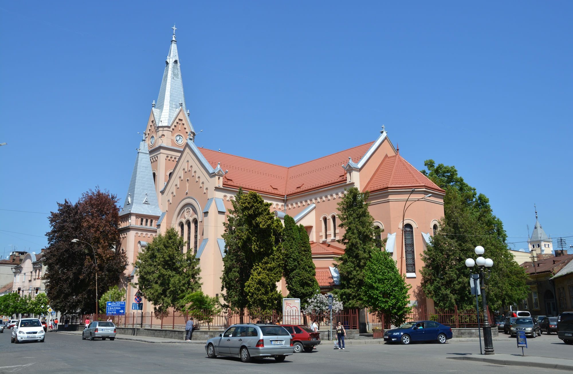 Римско-католический костел святого Мартина расположен в центре Мукачево