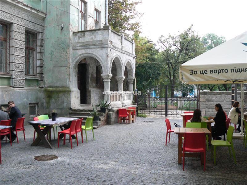 Ресторан-бар-галерея «Бункермуз» в Тернополе