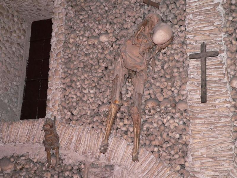 Церковь костей Capela dos Ossos Эвора, Португалия