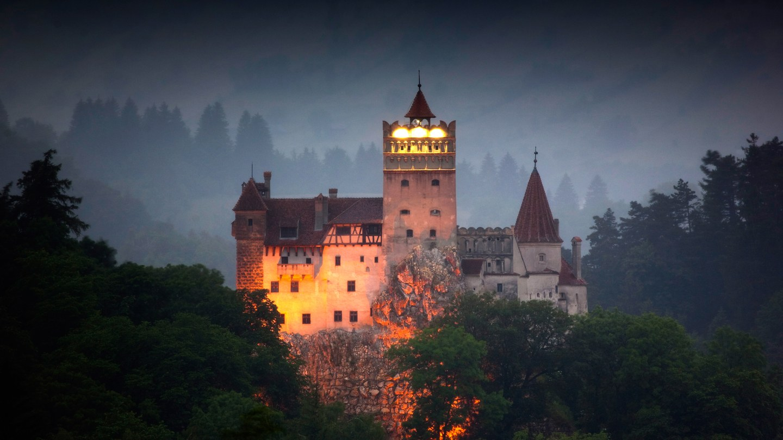 куди можна поїхати на святкування хеловіну - у трансільванію румунія замок дракули
