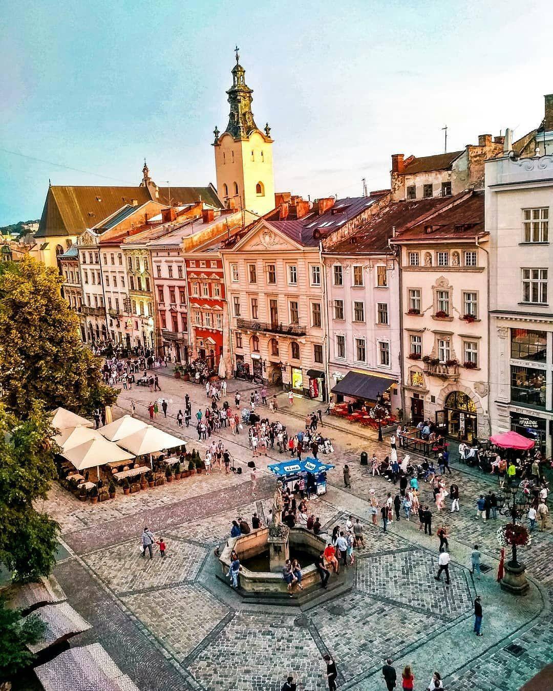 Центральна площа Львова - площа Ринок