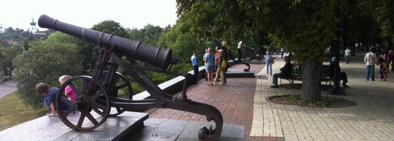 Интересный отдых на выходные в Чернигове - Чугунные пушки черниговский оборонительный вал. Выходные в Чернигове